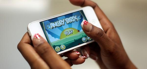 Mobile Gaming pan 16548 c10b8 e1cad - Cài game bản quyền: Hút khách thời di động!