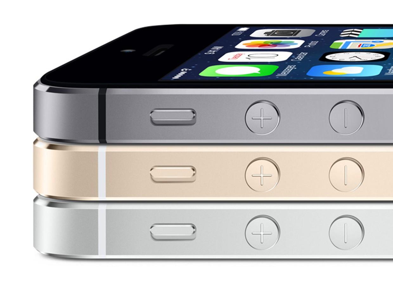 iphone 5s colors stacked apple 16x9 Copy - So sánh giá iPhone 5s, 5c chính hãng tại Việt Nam