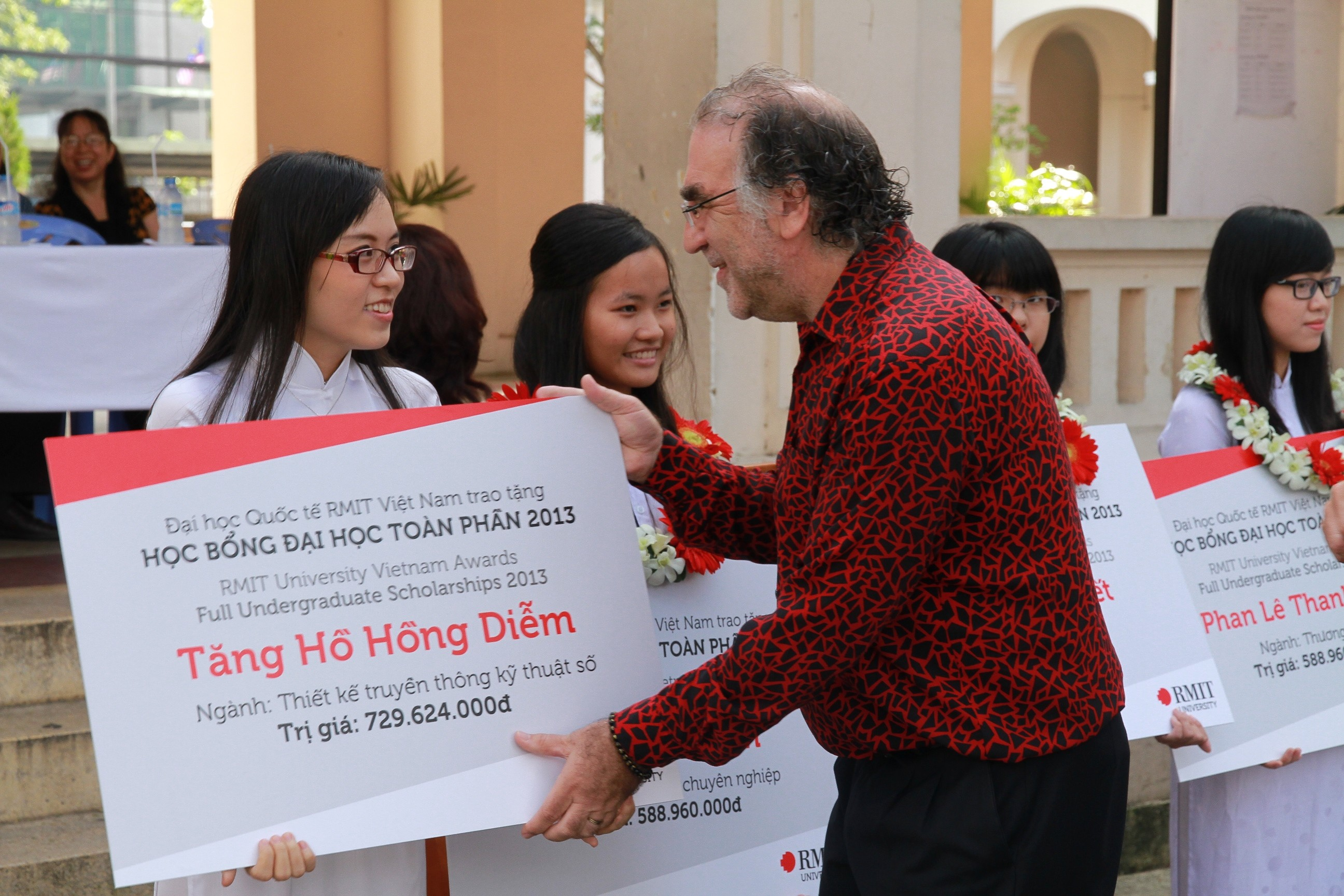 IMG 9386 - RMIT Việt Nam công bố chương trình tặng học bổng năm 2014