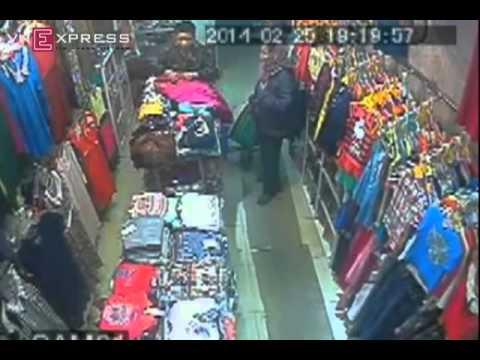 """ba gia sieu trom - Bà già """"siêu trộm"""" trong shop Hà Nội"""