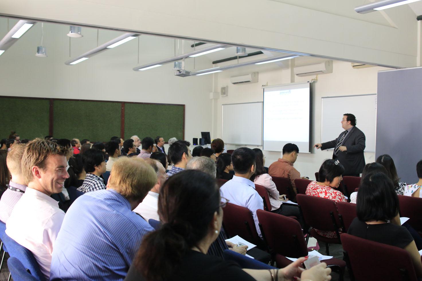 01 - RMIT ra mắt chương trình Phát triển Cấp Quản lý