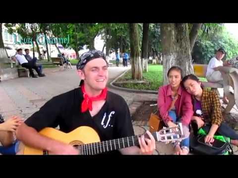 chang tay hat tieng Viet - Chàng Tây hát Tiếng Việt