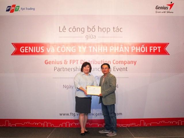 i diện Genius trao chứng nh ận nhà phân phối chính th ức cho FPT Trading - KYE chọn FPT Trading là nhà phân phối chính thức thương hiệu Genius tại Việt Nam