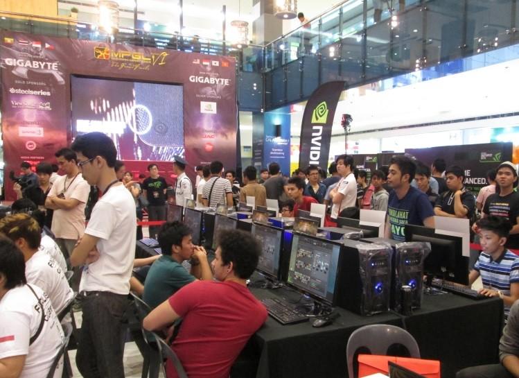 image0011 - ViewSonic trình diễn giải pháp màn hình hiển thị cho game tại Chung kết MPGL 2014 khu vực Đông Nam Á