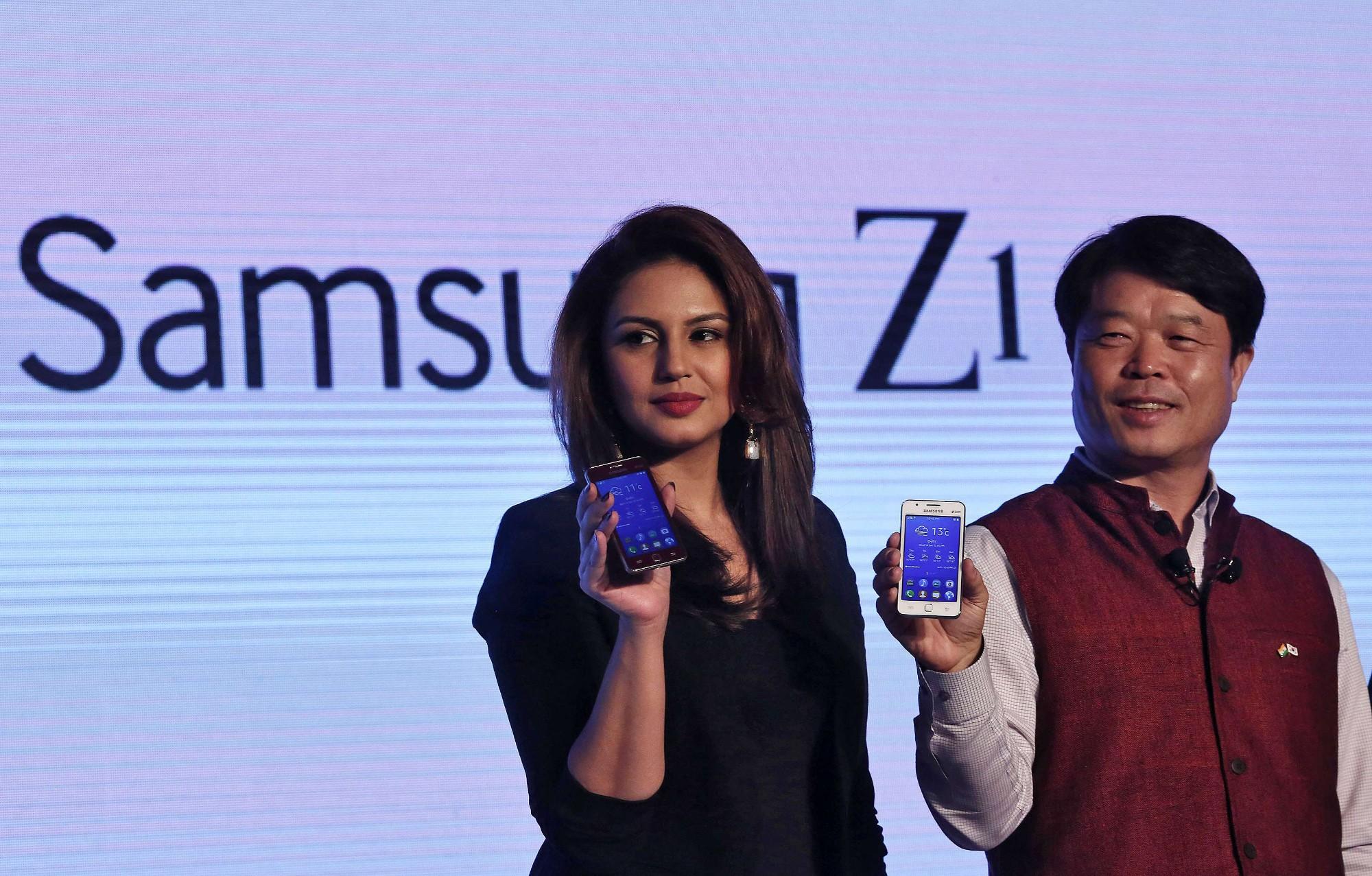 """samsung z2 - Samsung phát triển Z2 và một máy """"toàn cầu"""" mới với Tizen"""