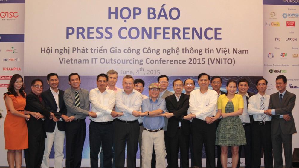 Ban co van Ban To chuc VNITO 2015 - Hội nghị Phát triển Gia công CNTT Việt Nam sẽ diễn ra trong tháng 10