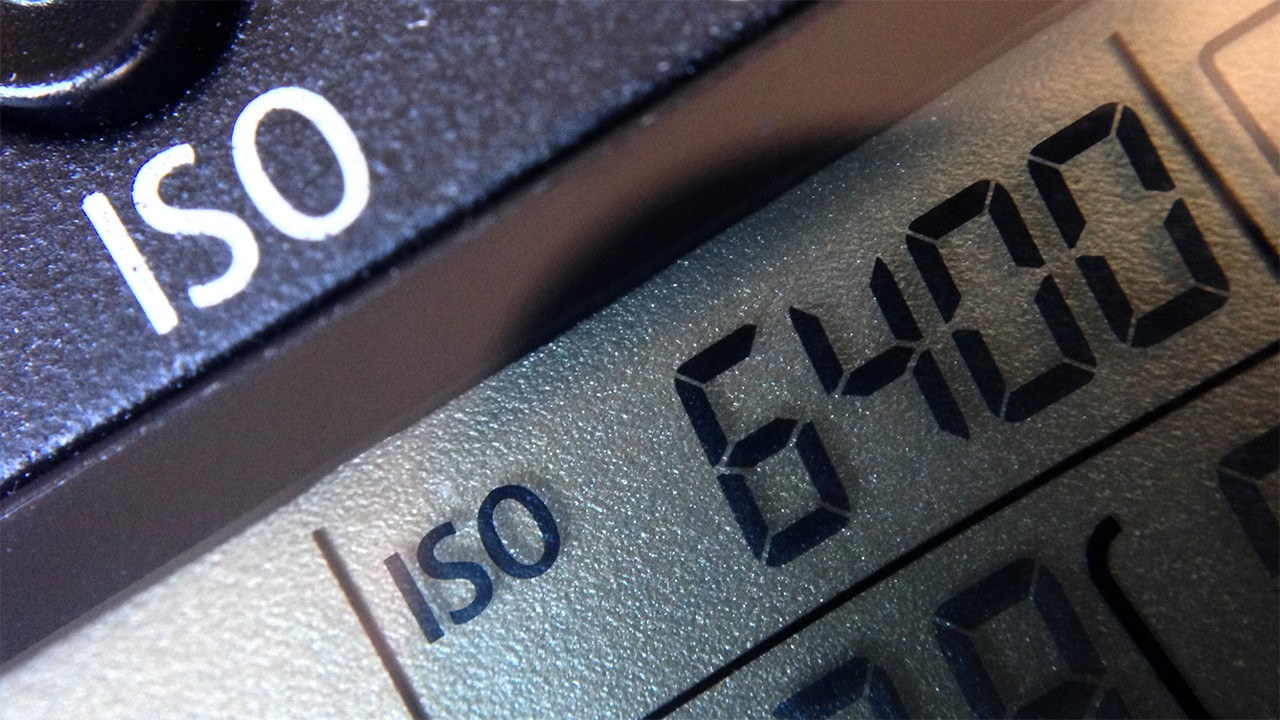 camera iso - Chỉ số ISO trên máy ảnh là gì? Làm sao để chỉnh cho phù hợp