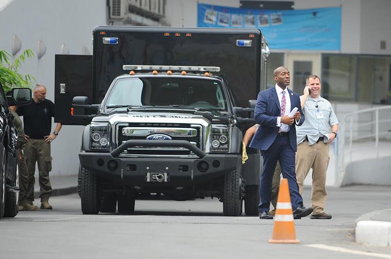 Đặc vụ Mỹ lau chùi bóng nhoáng xe đặc chủng bảo vệ Obama