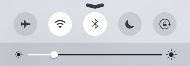 Cách duy nhất để khóa xoay màn hình trên iPhone là sử dụng Control Center.