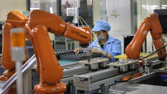 Robot sắp khiến 60.000 nhân công lắp ráp iPhone mất việc