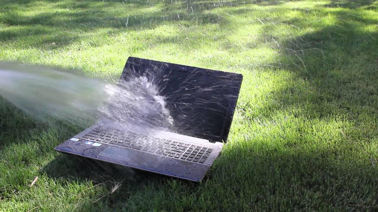 water in laptop - Giải cứu laptop bị vô nước