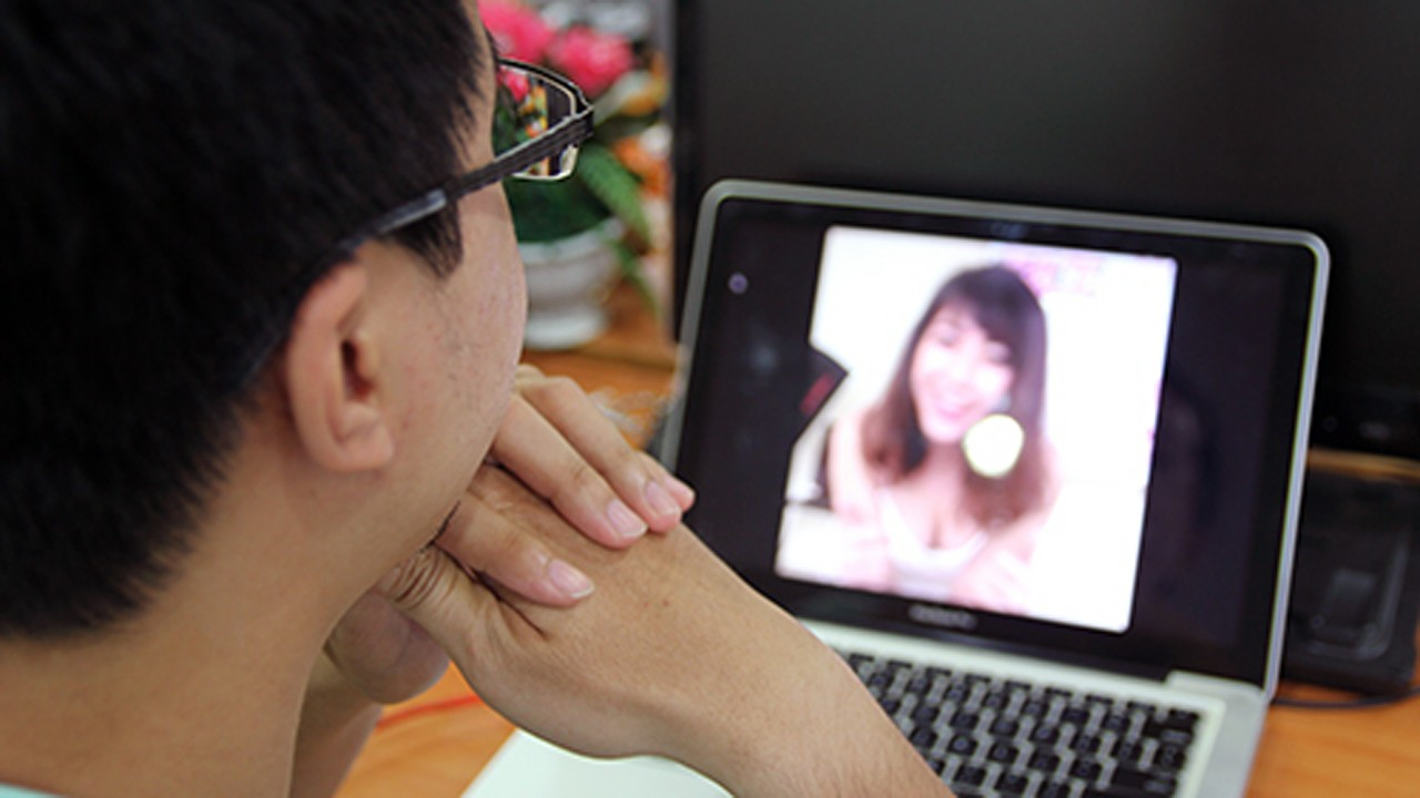 Facebook live trainghiemso - Facebook Live biến tướng thành dịch vụ chat sex