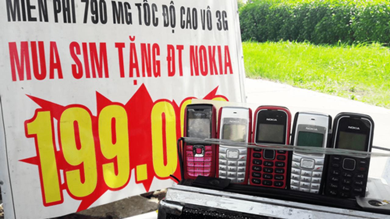 ban sim tang dien thoai 1 - Bán sim tặng điện thoại 'cục gạch' ở TP HCM