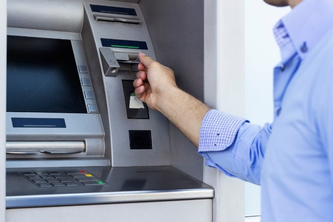 Soi kỹ chi tiết này ở máy ATM nếu không muốn tự nhiên mất tiền oan