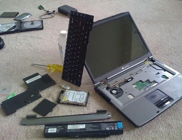 Những điều cần làm ngay khi laptop bị vô nước