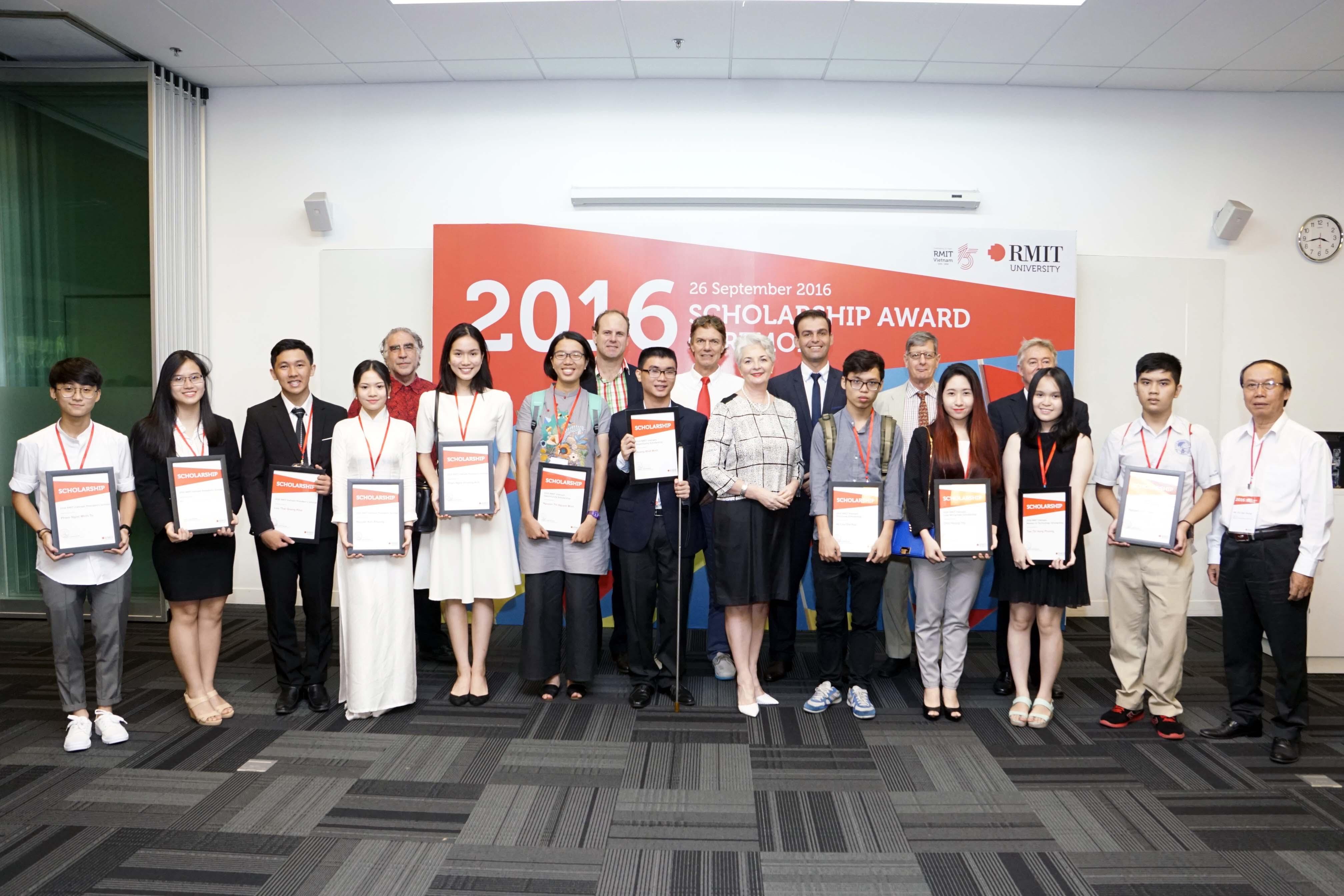 Trao học bổng 2016 tại RMIT TPHCM 1 - RMIT Việt Nam trao tặng học bổng trị giá hơn 27.5 tỉ đồng