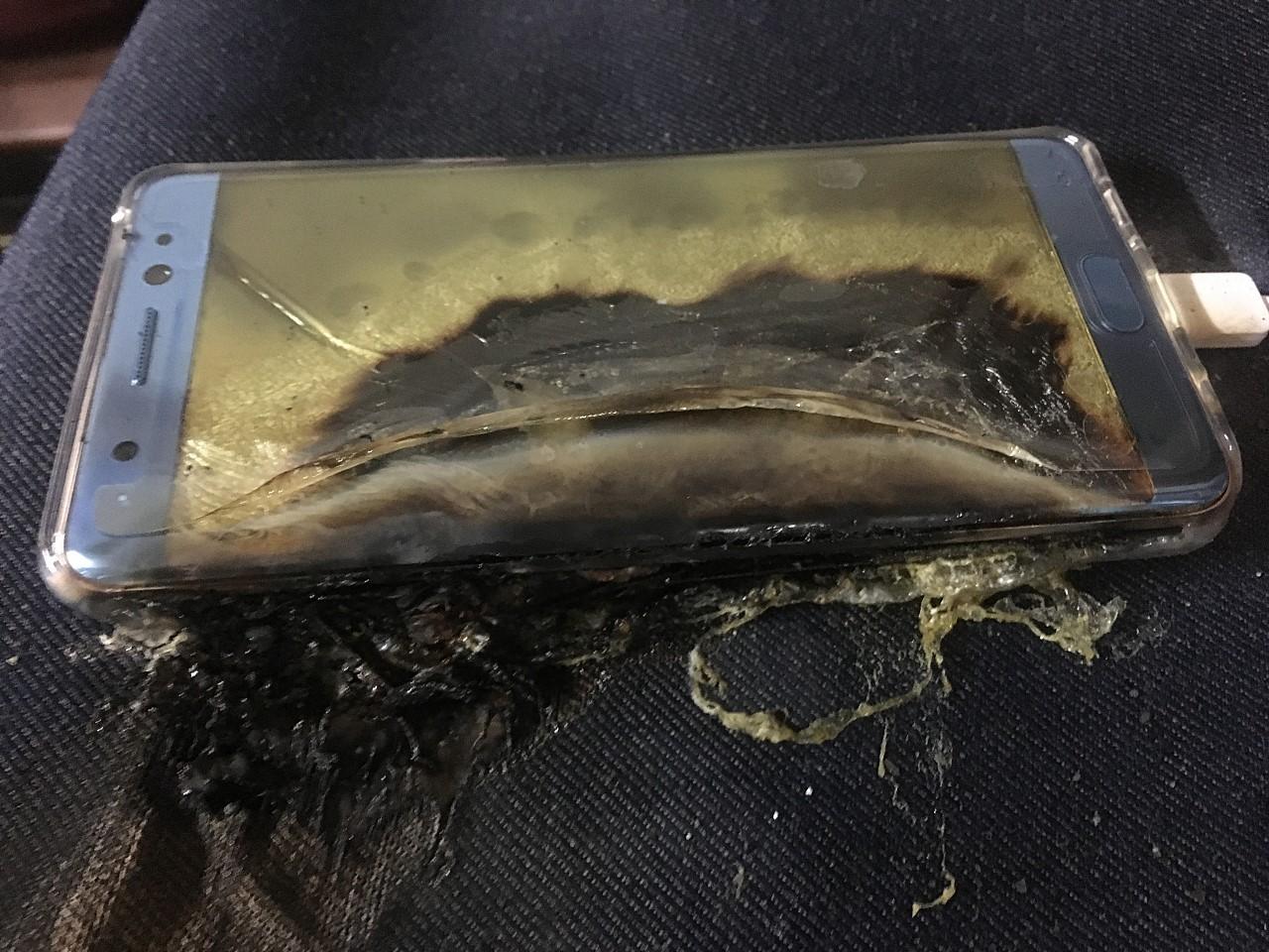 explosive start for samsung galaxy note 7 more phones catch fire while charging 507793 4 - Samsung điều tra vấn đề mới liên quan đến pin sau khi đổi máy Note7
