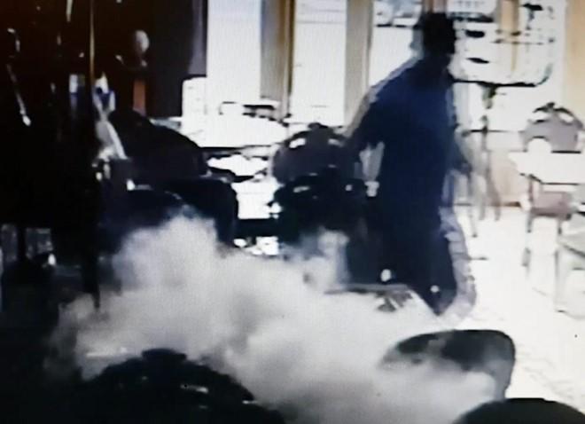 Galaxy S7 phát nổ giữa quán cà phê