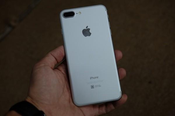 iPhone 7 Plus màu bạc, màu đen nhám đã về Việt Nam