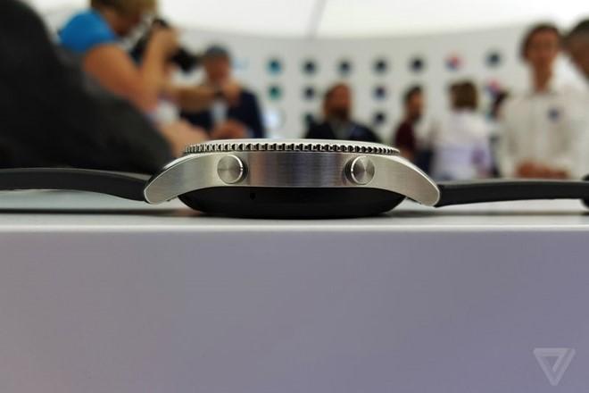unnamed file 90 - Samsung Gear S3 ra mắt, dày hơn, thêm tính năng