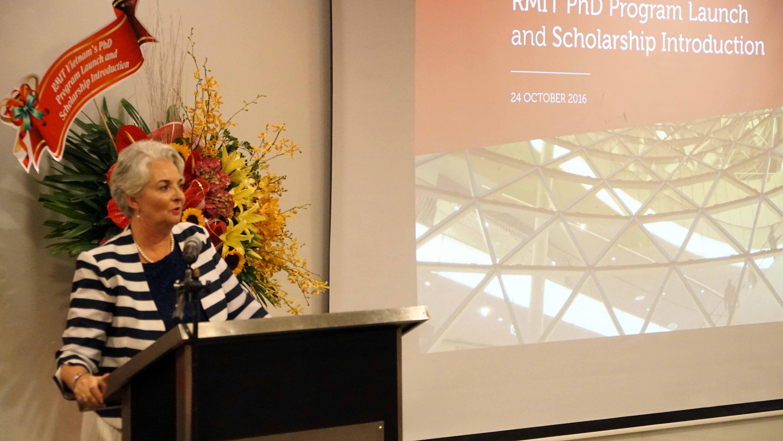 Hieu truong RMIT Viet Nam Giao su Gael McDonald phat bieu - RMIT Việt Nam ra mắt chương trình Tiến sĩ và học bổng Tiến sĩ cho phụ nữ