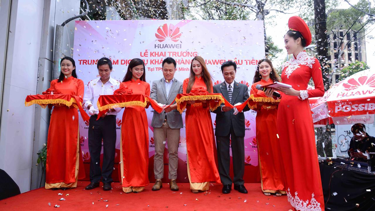 Cat bang khai truong trung tam dich vu khach hang Huawei - Huawei khai trương trung tâm dịch vụ khách hàng đầu tiên tại Việt Nam