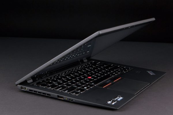 lenovo-thinkpad-x1-carbon-touch-review-lid-angle