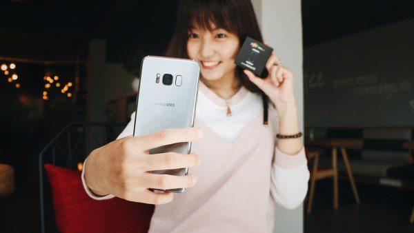 """FPT Shop bất ngờ tặng thêm quà """"độc"""" cho khách đặt mua Galaxy S8/ S8+"""