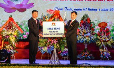 Huawei trao tang may tinh 400x240 - Huawei Việt Nam tặng phòng máy tính cho tỉnh Nam Định