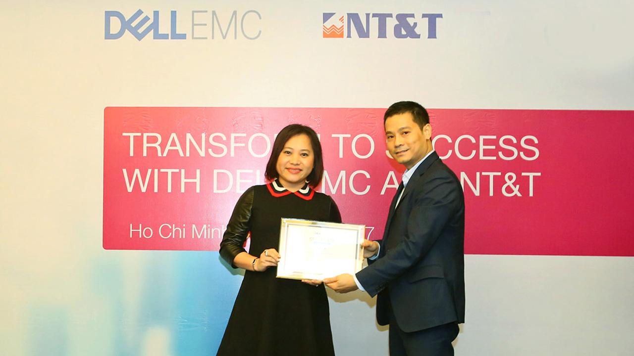 Le trao chung nhan NTT la nha phan phoi cua Dell EMC tai VN - NT&T Solution Co., Ltd phân phối sản phẩm và giải pháp Dell EMC tại Việt Nam