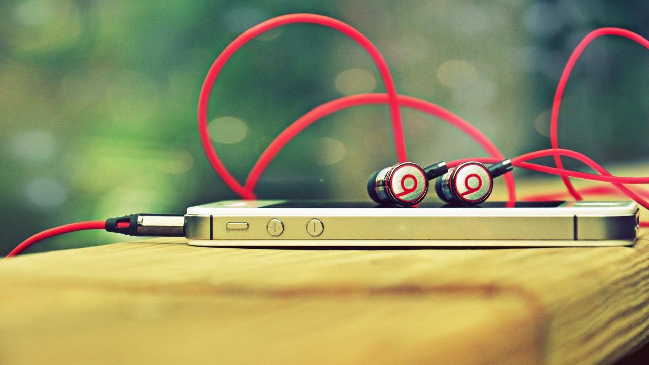 iphone headphone featured - Tổng hợp 14 ứng dụng iOS giảm giá miễn phí ngày 8.9 trị giá 32USD