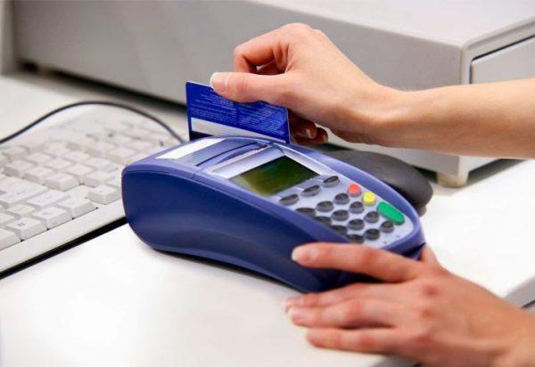 ca the 600x412 - Cẩn trọng với thủ đoạn dùng thẻ tín dụng giả thanh toán khi mua hàng
