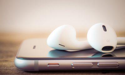 iphone with headphone featured 400x240 - Tổng hợp 9 ứng dụng iOS giảm giá miễn phí ngày 7/12 trị giá 22USD