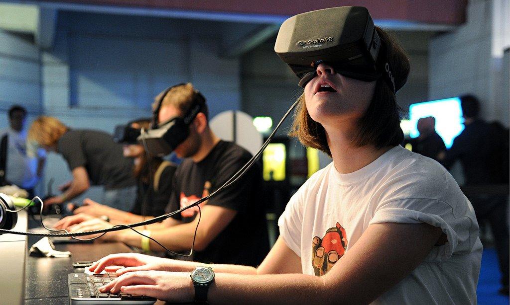 VR - VR là gì? AR là gì?