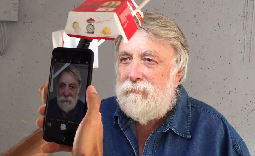 chup anh bang iphone 3 - Mẹo chụp ảnh chân dung tuyệt đẹp với iPhone và một hộp bánh hamburger