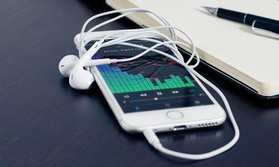 iphone headphones 400x240 - Tổng hợp 13 ứng dụng iOS giảm giá miễn phí ngày 17.9 trị giá 38USD