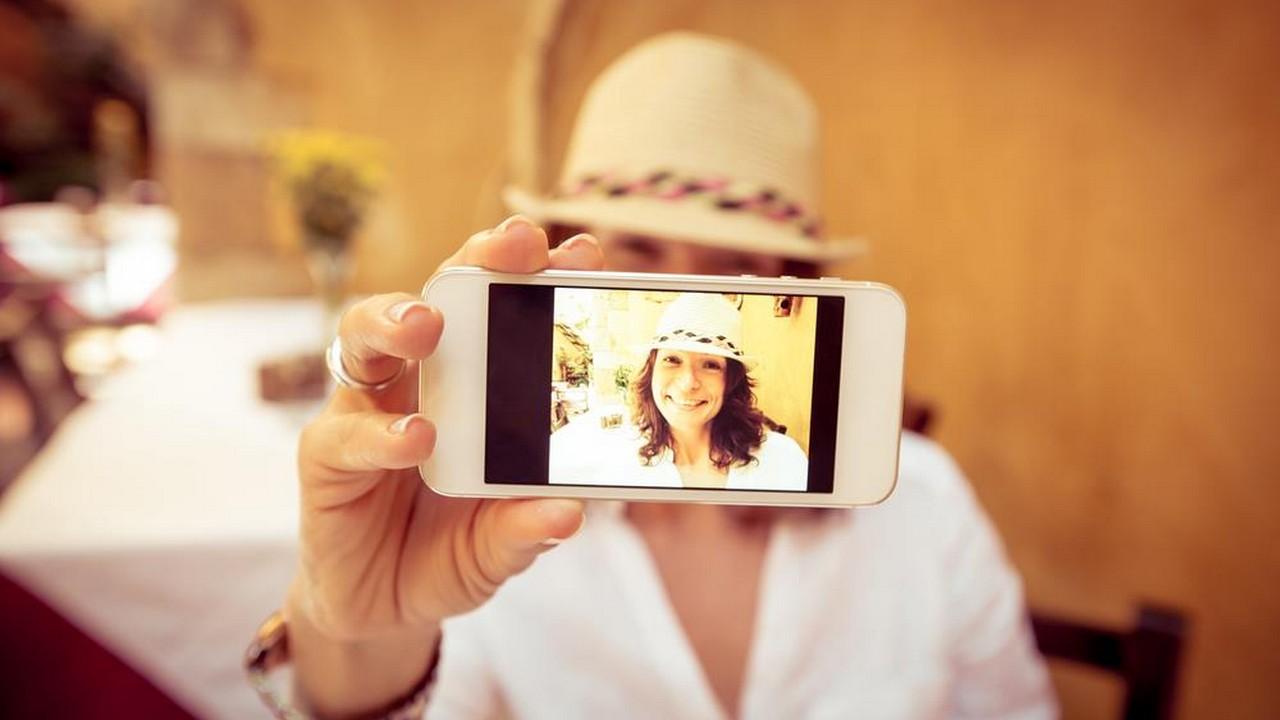 iphone selfie 1 featured - Tổng hợp 8 ứng dụng iOS giảm giá miễn phí ngày 9.10 trị giá 17USD