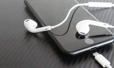 iphone with headphone 1 400x240 - Tổng hợp 14 ứng dụng iOS giảm giá miễn phí ngày 16.9 trị giá 27USD