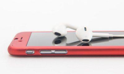 iphone with headphone 2 400x240 - Tổng hợp 15 ứng dụng iOS giảm giá miễn phí ngày 14.9 trị giá 35USD