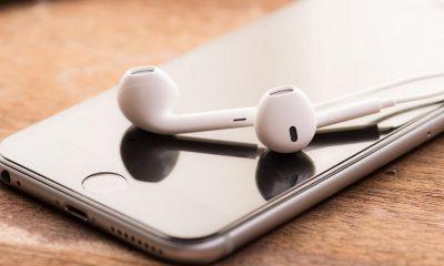 iphone with headphone 3 400x240 - Tổng hợp 10 ứng dụng iOS giảm giá miễn phí ngày 23.9 trị giá 21USD