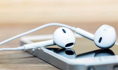 iphone with headphone 6 400x240 - Tổng hợp 12 ứng dụng iOS giảm giá miễn phí ngày 26.9 trị giá 26USD