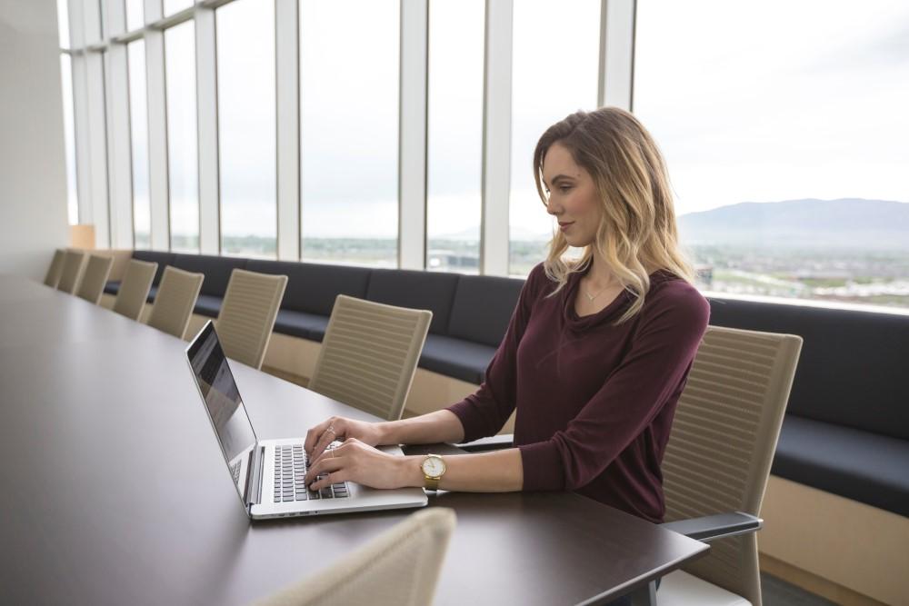 laptop featured - Tổng hợp 12 ứng dụng Windows và Mac miễn phí ngày 6.9 trị giá 87USD