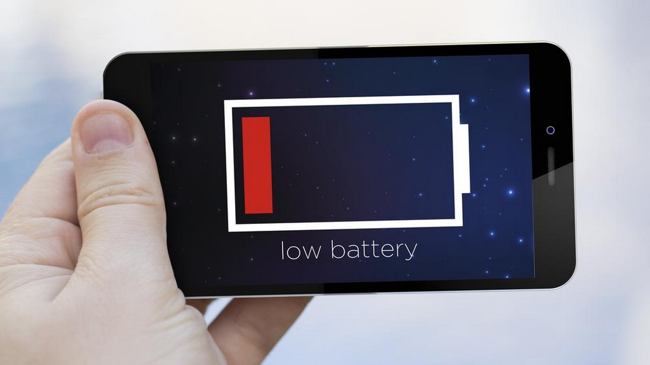 smartphone battery low featured - 10 cách tiết kiệm pin cho iPhone chạy iOS 11