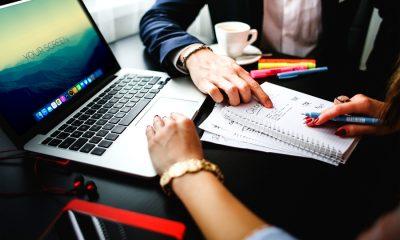 working with macbook 400x240 - Tổng hợp 7 ứng dụng Windows và Mac miễn phí ngày 11.9 trị giá 118USD