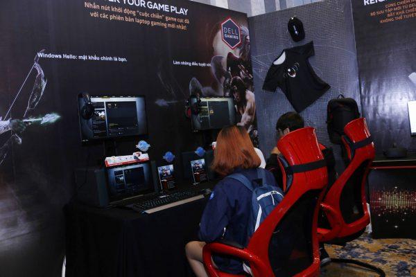Game thủ trải nghiệm game cùng màn hình Alienware và laptop gaming Inspiron 7577 600x400 - Ấn tượng với loạt sản phẩm mới của Dell