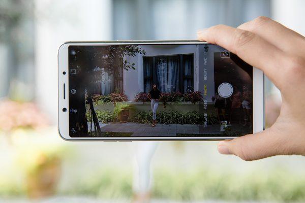 HAI 7998 600x400 - OPPO F5 ra mắt 4/11, màn hình tràn 18:9, ứng dụng AI vào làm đẹp khi selfie