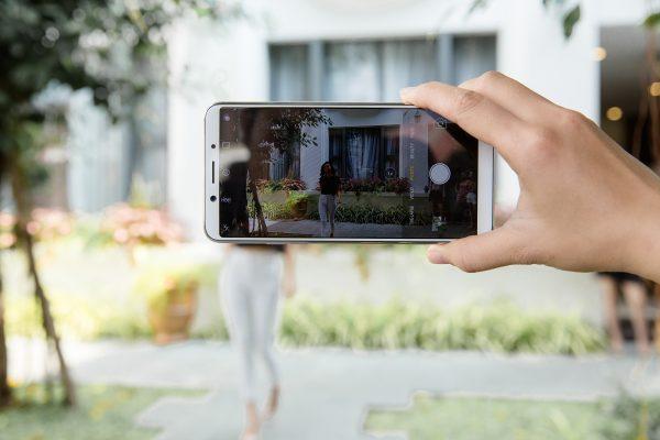 HAI 8000 600x400 - OPPO F5 ra mắt 4/11, màn hình tràn 18:9, ứng dụng AI vào làm đẹp khi selfie