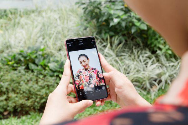 HAI 8340 600x400 - OPPO F5 ra mắt 4/11, màn hình tràn 18:9, ứng dụng AI vào làm đẹp khi selfie