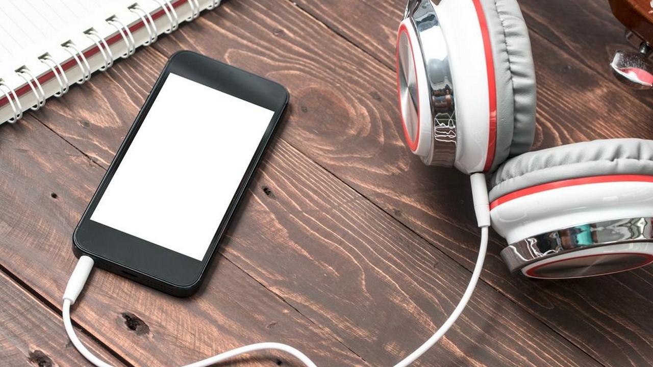 iphone headphone 1 featured - Tổng hợp 11 ứng dụng iOS giảm giá miễn phí ngày 3.11 trị giá 22USD