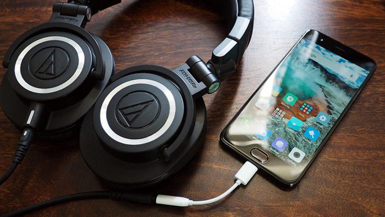 xiaomi mi 6 usb c 1510151020947 - Vì sao cổng tai nghe dần bị loại bỏ trên smartphone?